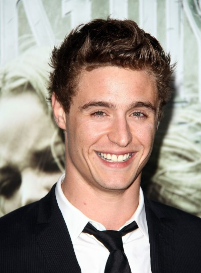 "Max Irons actúa en los filmes por estrenar ""The Devil's Harvest"" y ""Woman in Gold""."