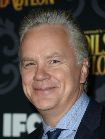 "Tim Robbins actúa en la miniserie de TV ""The Spoils of Babylon"" y en las películas por estrenar ""The Brink"" (TV) y ""A Perfect Day""."