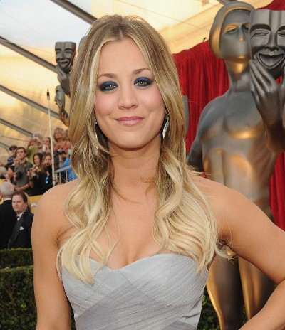 "Kaley Cuoco-Sweeting protagoniza la serie de TV ""Big Bang"" y estará en cines con ""The Wedding Ringer"" y ""Burning Bodhi""."