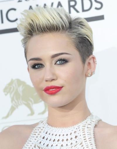 """Miley Cyrus protagoniza la película del 2012 """"So Undercover""""."""