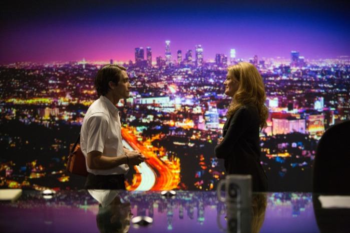 "Jake Gyllenhaal y Nere Russo en ""Nightcrawler""."