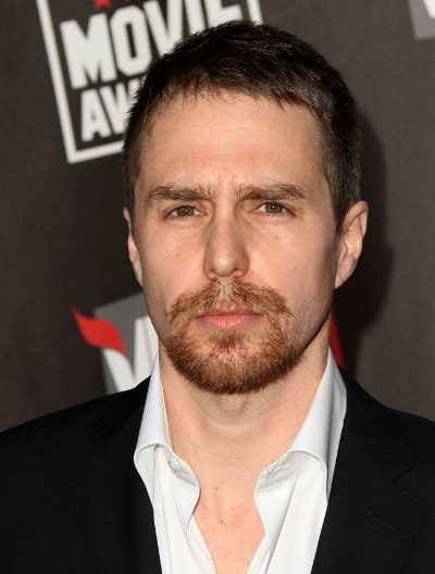 "Sam Rockwell protagoniza los filmes por estrenar ""Poltergeist"" y ""Digging for Fire"". Ahora filma ""Don Verdean"" y ""Mr. Right""."