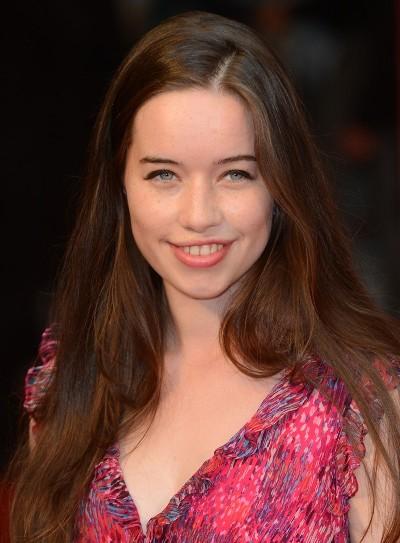 """Anna Popplewell actúa en la serie de TV """"Reign"""" y en la película por estrenar """"Passengers""""."""