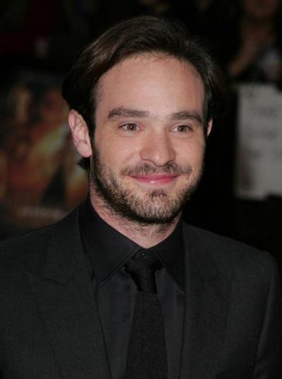 """Charlie Cox actualmente filma la serie de TV """"Daredevil""""."""