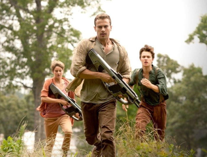 "Shailene Woodley, Theo James y Ansel Elgort en ""Insurgent""."