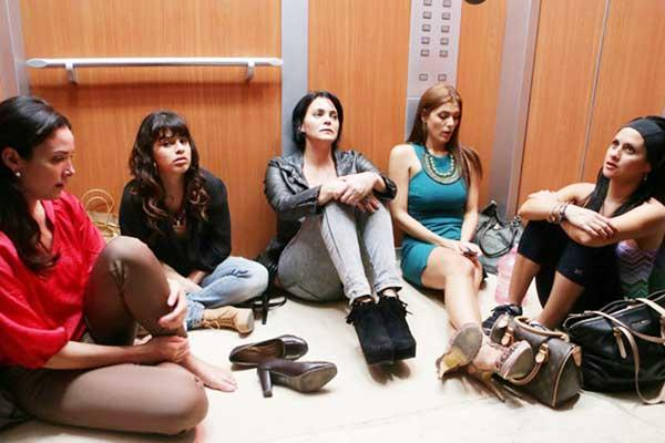 """Denise Quiñones, Melymel, Sabrina Gómez, Dulcita Lieggi y Silvana Arias en """"Locas y atrapadas""""."""