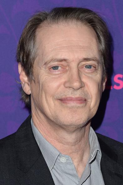 "Steve Buscemi actualmente filma la película animada ""Hotel Transylvania 2"" (voz)."
