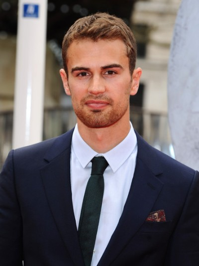 "Theo James protagoniza las películas por estraner ""London Fields"", ""Insurgent"" y ""Franny""."