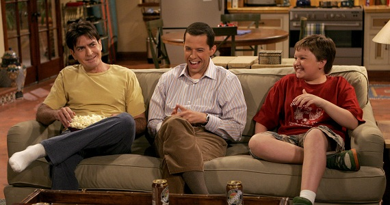 "Charlie Sheen, Jon Cryer y Angus T. Jones fueron el elenco original de ""Two and a Half Men""."