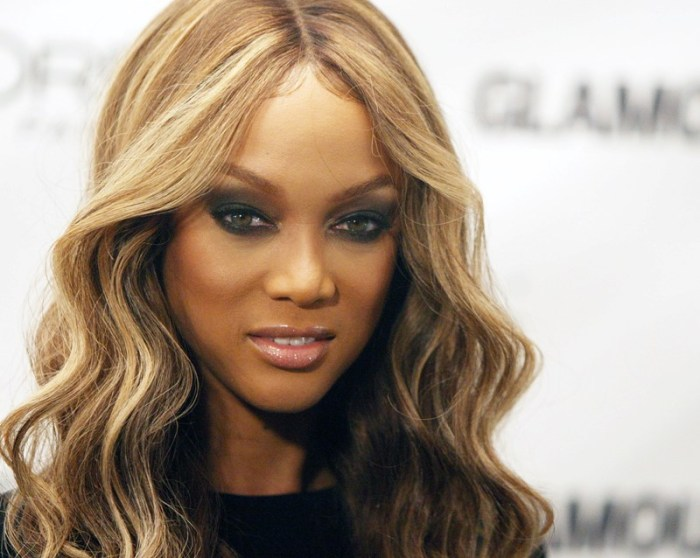 "Tyra Banks, produce y conduce el TV Show tipo reality ""America's Next Top Model""."