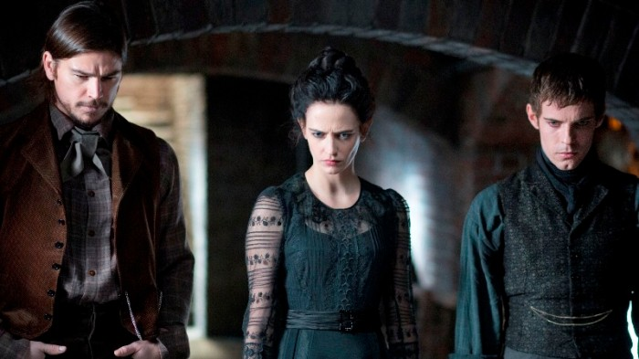 "Josh Hartnett como Ethan Chandler, Eva Green como Vanessa Ives y Harry Treadaway como Dr. Victor Frankenstein en ""Penny Dreadful""."