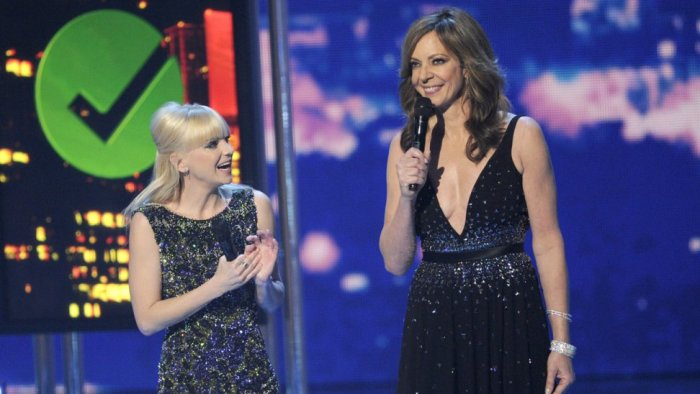 Anna Faris y Allison Janney durante los People choice Awards 2015.