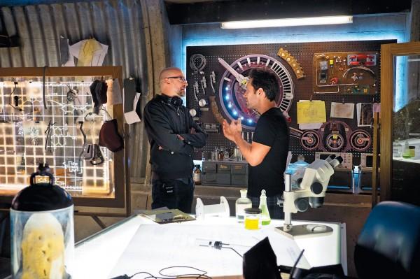 """Peyton Reed intruye a Paul Rudd durante el rodaje de """"Ant-Man""""."""