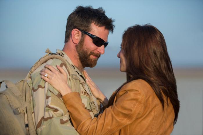 """Bradley Cooper y Sienna Miller en """"American Sniper""""."""