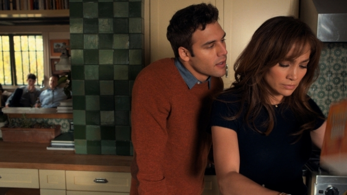 "Ryan Guzman y Jennifer López en ""The Boy Next Door""."