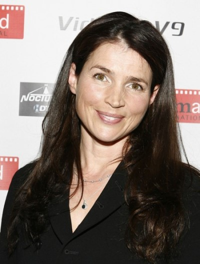 "Julia Ormond protagoniza la serie de TV ""Witches of East End""."