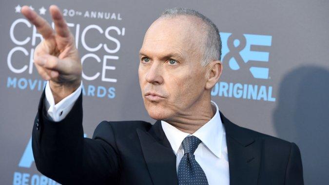 Michael Keaton a su llegada a los Critics Movie choice Awards 2015.