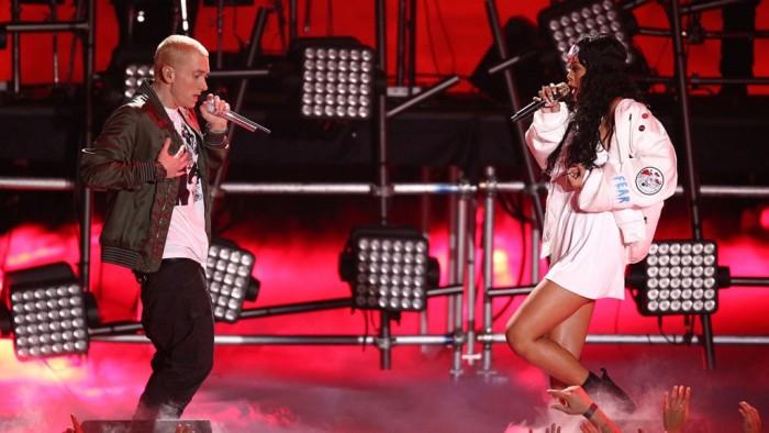 """Eminem y Rihanna al interpretar el tema """"The Monster"""", por la que ganaron un Grammy."""