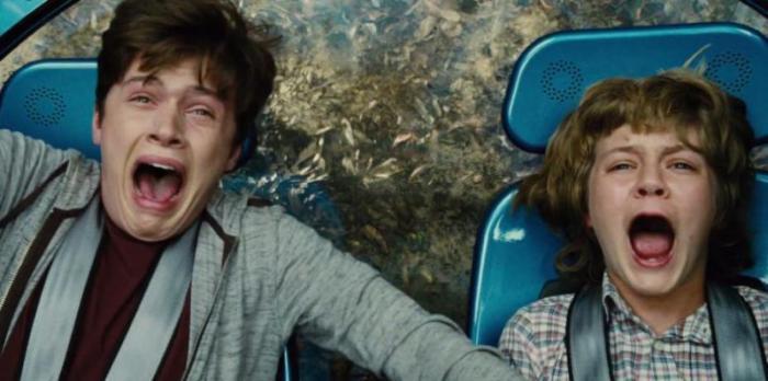 """Nick Robinson y Ty Simpkins en """"Jurassic World""""."""