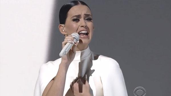 Katy Perry durante su intervención en los Grammy Awards 2015.