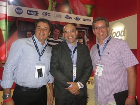 Marcio Fonseca y Mauro Páez-Pumar, de Scripps, junto a Francisco Maldonado en Andina Link 2015 (foto cortesía: Prensario Internacional).
