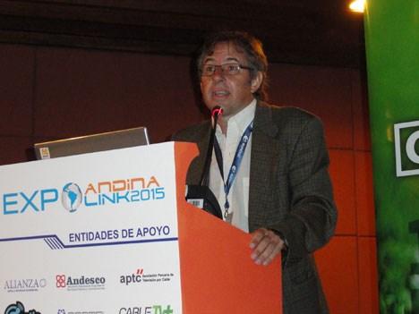 """Alejo Smirnoff, director de Prensario, durante su intervención en el panel """"Plataforma de plataformas""""."""