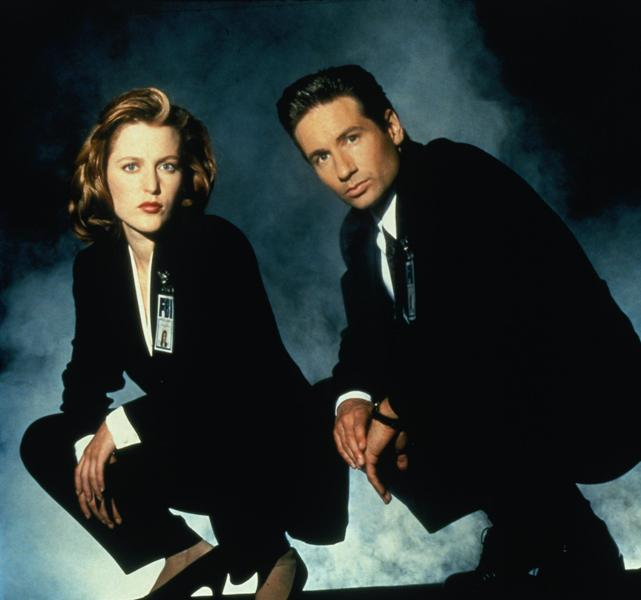 "Gillian Anderson y David Duchovny en la serie ""The X-Files"" (1993 – 2002)."