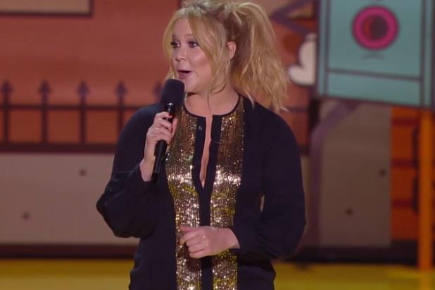 La comediante Amy Schumer al conducir los MTV Movie Awards 2015.