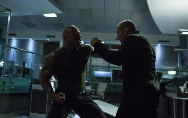 """Dwayne Johnson y Jason Statham en """"Furious Seven""""."""