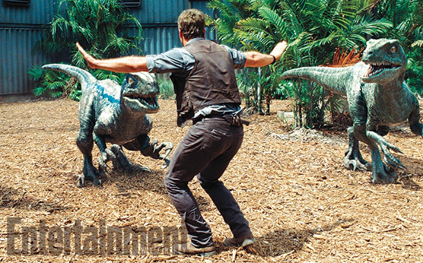 "Chris Pratt frente a los Raptors en ""Jurrasic World""."