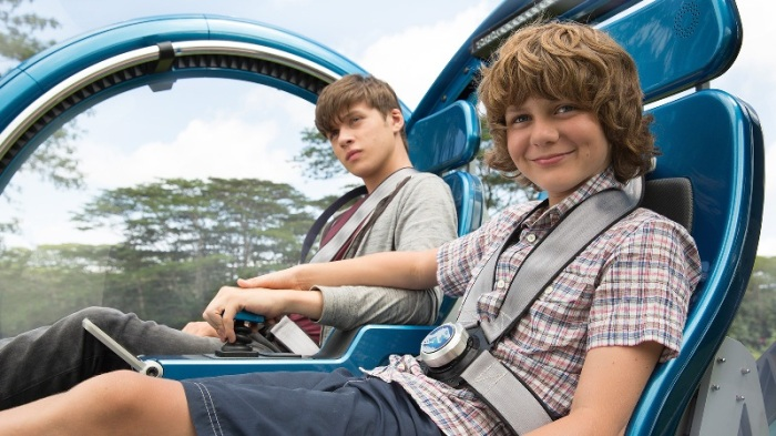 "Nick Robinson y Ty Simpkins en ""Jurrasic World""."