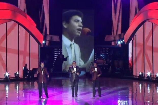 Momento del tributo al merenguero Fernando Villalona durante Premios Soberano 2015.