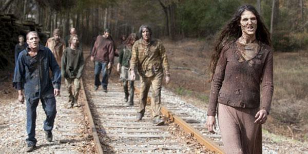 """Escena de los caminantes en """"The Walking Dead"""" (3ra. temporada)."""