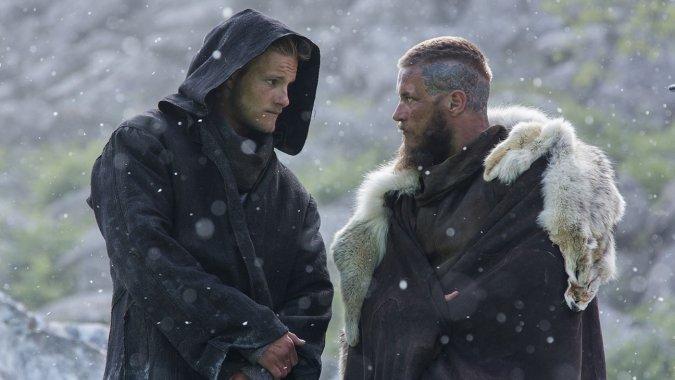 """Alexander Ludwig y Travis Fimmel en """"Vikings"""" (3ra. temporada)."""
