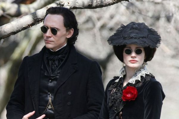 "Tom Hiddleston y Jessica Chastain son los hermanos Sharpe en ""Crimson Peak""."