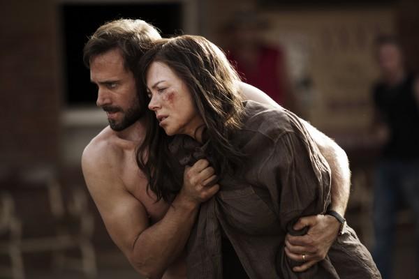 """Joseph Fiennes y Nicole Kidman en """"Strangeland""""."""