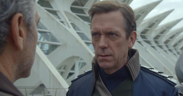 """George Clooney y Hugh Laurie en """"Tomorrowland""""."""