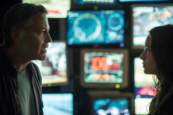 "George Clooney y Britt Robertson en ""Tomorrowland""."