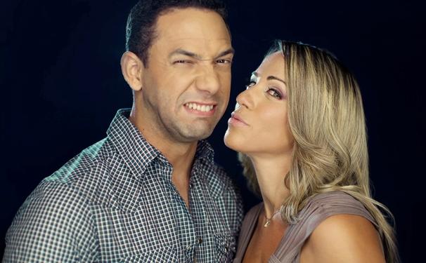 """Sergio Carlo y Karina Larrauri son los conductores del programa """"12 y 2″."""