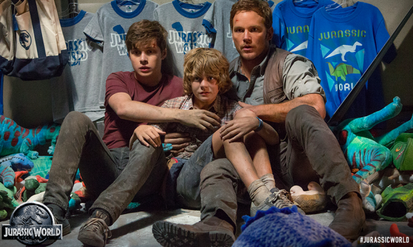 "Nick Robinson, Ty Simpkins y Chris Pratt en ""Jurassic World""."