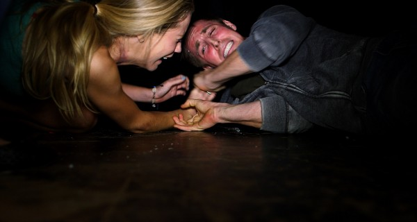 "Cassidy Gifford y Ryan Shoos en ""Gallows""."