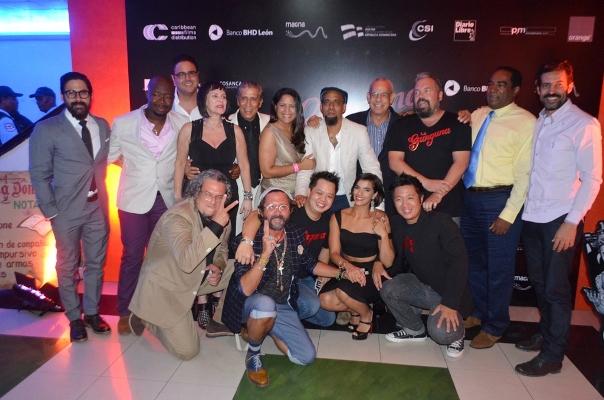 """Actores y parte del equipo de producción de """"La Gunguna"""" durante la premier de la película."""