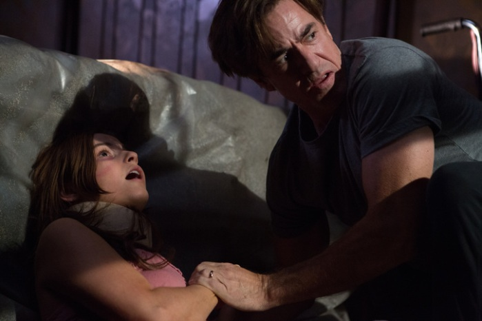"Stefanie Scott y Dermot Mulroney en ""Insidious: Chapter 3″."