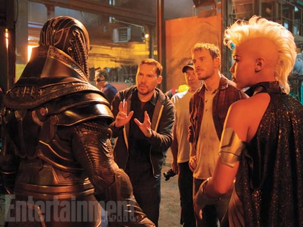 """Bryan Singer impartiendo algunas instrucciones en la filmación de """"X-Men: Apocalypse""""."""