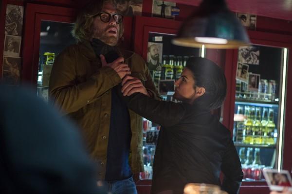 "T.J. Miller como Weasel y Gina Carano como Angel Dust en ""Deadpool""."