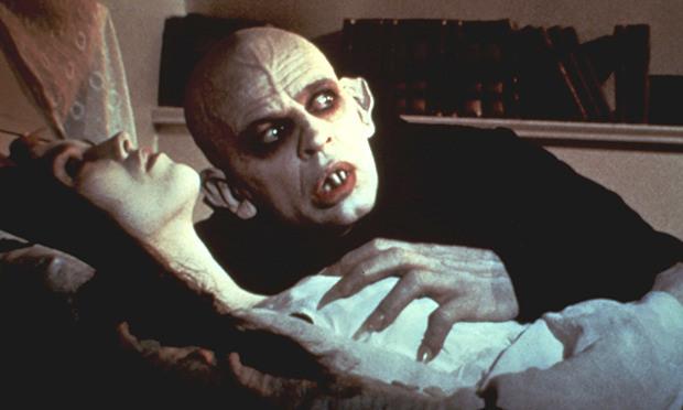 """Klaus Kinski como el Conde Dracula en """"Nosferatu: Phantom der Nacht"""" (1979)."""