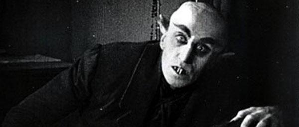 """Max Schreck como Graf Orlok en """"Nosferatu"""" (1922)."""