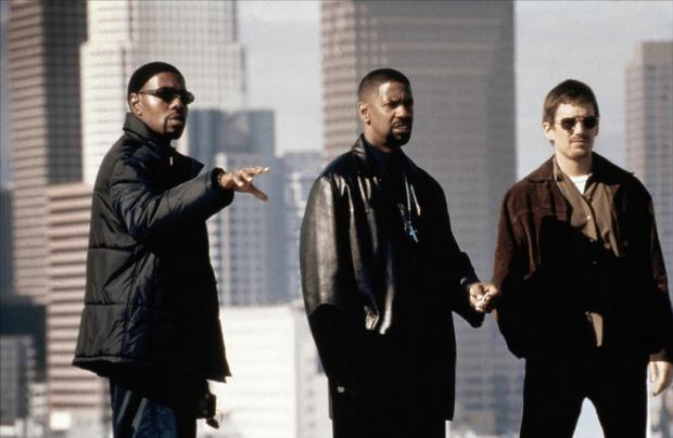 "Antoine Fuqua mientras dirigía a Denzel Washington y a Ethan Hawke en el film ""Training Day""."