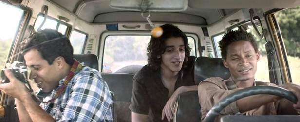 """Javier Grullón, Víctor Alfonso y Arnold martínez en """"Algún Lugar""""."""