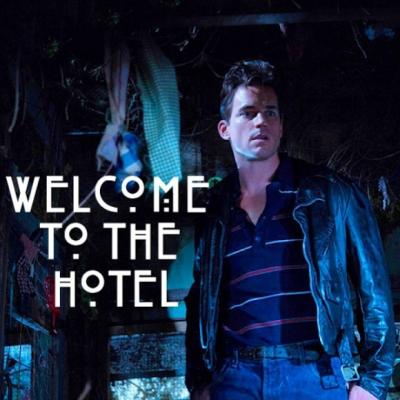 """Matt Bomer en un promocional de """"American Horror Story: Hotel""""."""
